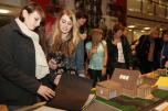 """Schülergruppe bei der Ausstellungseröffnung """"Baukultur und Schulen"""""""