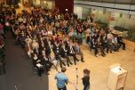 """Besucher der Ausstellungseröffnung """"Baukultur und Schulen"""""""